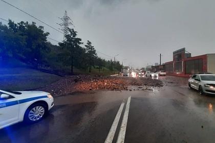 Затопленный после ливней Красноярск попал на видео