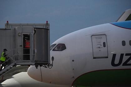 Пилоты в кабине самолета Boeing 767-330(ER) авиакомпании Uzbekistan Airways в аэропорту Домодедово