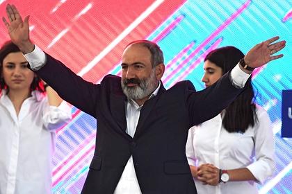 Пашинян объявил о «стальной» революции в Армении