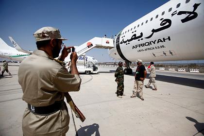 Самолет Каддафи вернули Ливии