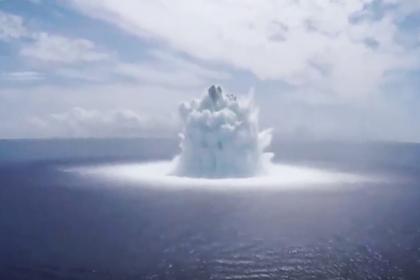 Американские военные взорвали бомбу в океане и вызвали землетрясение