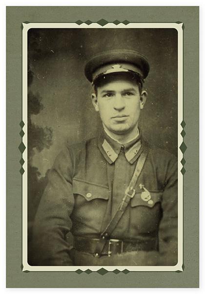 Отец после пулеметных курсов в июне 1940 года. В Ленинграде