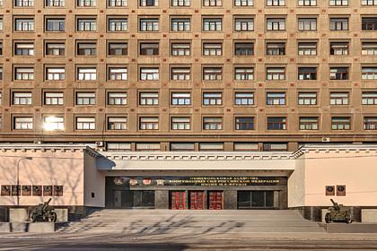 Здание военной академии загорелось вцентре Москвы