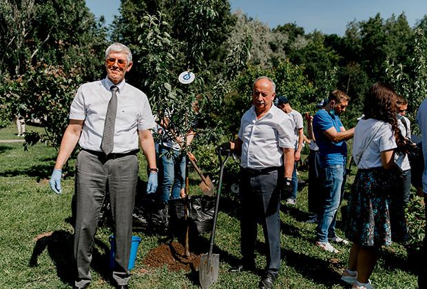 Волонтеры Госкорпорации «Росатом» создают первый Сад памяти ученых
