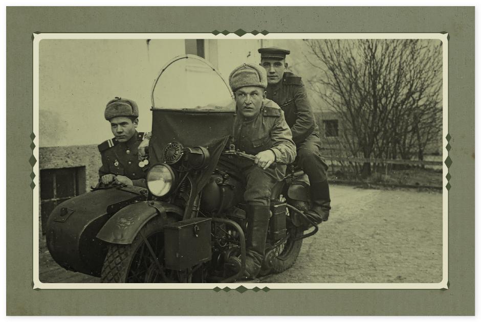 Германия. Мой папа за рулем, а слева Колесников Сергей Николаевич — его боевой товарищ
