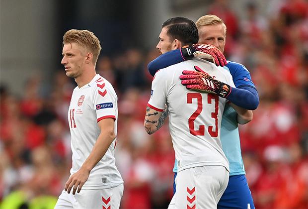 Футболисты сборной Дании: Миккель Дамсгор, Пьер-Эмиль Хейбьерг, Каспер Шмейхель (слева направо)