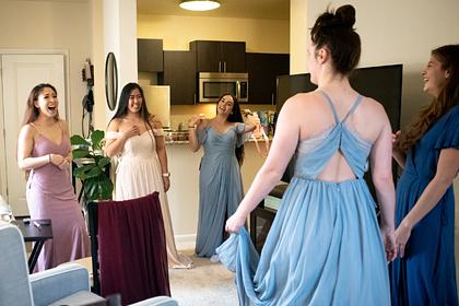 Девушка оскорбила знакомую и обиделась на нее за отказ стать подружкой невесты