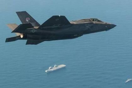 Военные самолеты США вылетели с чужого авианосца впервые со Второй мировой