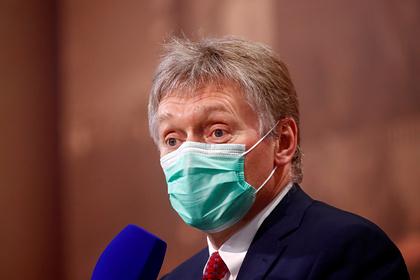В Кремле назвали жестким контроль за производством вакцин в России