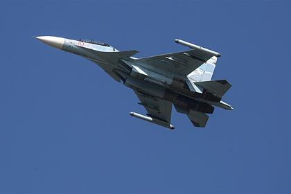 Истребитель Су-30СМ сопроводил самолет США вблизи границы России