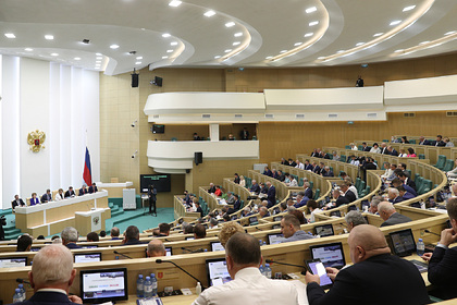 Совфед запретил россиянам участвовать в работе нежелательных НПО