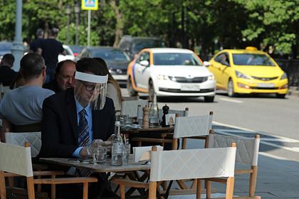 Московские рестораторы попросили вывести летние веранды из списка COVID-free зон