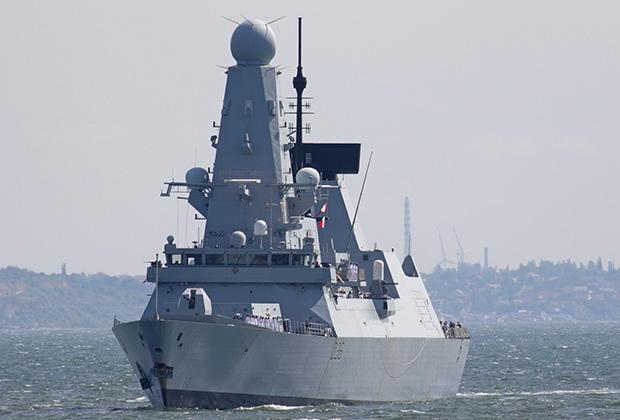 Британский эсминец HMS Defender в Черном море