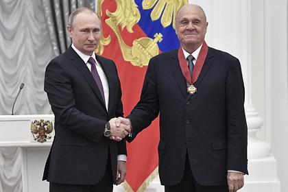 Президент России Владимир Путин и Владимир Меньшов (справа)