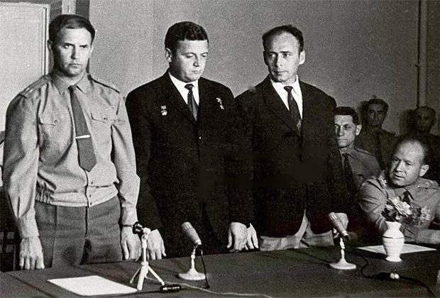 Георгий Добровольский, Владислав Волков, Виктор Пацаев на Госкомиссии