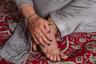 Не дождавшись помощи от властей, трансгендерные кашмирцы пытаются обойтись своими силами. 19-летняя Хуши Мир организовала благотворительный фонд и вместе с четырьмя друзьями раздает продовольственные наборы трансгендерным певицам, свахам и визажистам, которые во время пандемии остались без средств к существованию. К концу июня их помощь получили почти 220 человек.