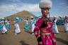 Внешний образ народа Бурятии формировало все вокруг — от религии и климата до связей с Монголией, Китаем и Россией. Несмотря на то что одежда бурят в первую очередь была практичной и простой в изготовлении (вещи шили в основном из меха, шерсти, кожи, шелка и бархата), она сильно различалась на западе и востоке. Причиной этому были различия в понимании устройства Вселенной.  Так, в костюмах западных (предбайкальских) бурят был заложен культ Солнца. Их одежду отличали яркие оттенки дубленого меха, а также постоянно повторяющийся круг в орнаментах. Мужчины носили халат — непременно с поясом. Однако главными атрибутами их костюма были нож в ножнах и огниво. Примечательно, что мужской наряд оставался неизменным в любом возрасте, в то время как крой женского менялся в разные периоды жизни. У женщин был распространен дэгэл — халат с широкой меховой нашивкой — и платья, названия которых произошли из русского языка: халадай, булууза и сарпаан.   Костюмы восточных (забайкальских) бурят отражали восточноазиатские представления о культе Неба. Это прослеживалось в оттенках тканей — самым главным цветом был глубокий синий. Основным элементом декора была трехцветная вставка на грудной части халата. И мужской, и женский костюмы состояли из рубахи, штанов и распашного халата с поясом. Особую роль у восточных бурят играли головные уборы. Они были едиными для мужчин, женщин и детей, но отражали территориальную и родовую принадлежность.  В одежде современных жителей Бурятии до сих пор используются национальные мотивы. У молодежи это принты на толстовках, традиционные воротники на платьях. Взрослые по-прежнему носят национальные дэгэлы.