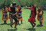 Дагестанскую землю населяют более 70 народностей. Каждая их них чтит свою историю и имеет отличительные черты, в числе которых — национальный наряд. Сегодня одеяние берегут как семейную ценность и передают потомкам, облачаются в него только по торжественным случаям. Дагестанский костюм менялся на протяжении веков, как менялись представления народа о красоте.   Еще 200 лет назад традиционной женской одеждой была длинная сорочка, которуюносили как платье, поскольку воспитание не позволяло девушкам подчеркивать фигуру. Позднее появились и другие атрибуты национального гардероба — головной убор чухта и кафтан бешмет. По крою последний напоминал длинный сюртук и имел воротник-стойку.   В женских костюмах первостепенное значение имели узоры и цвет: природные мотивы служили оберегом для хозяйки, а черный цвет олицетворял покровительство ушедших предков.  Мужское дагестанское облачение похоже на мужскую одежду всех кавказских народов. Оно состоит из однотонной рубахи, брюк из толстой ткани и черкески с треугольным вырезом. Верхнюю одежду отличают расширенные книзу рукава. Акцент в образе сделан на талии: ее стягивает пояс, который не только фиксирует черкеску, но и служит ножнами для кинжала или пистолета.