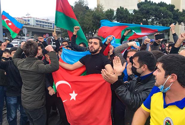 Азербайджанцы празднуют захват Шуши
