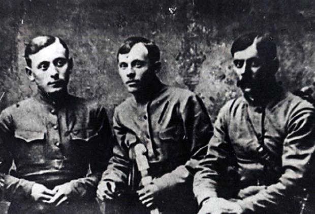Штаб Партизанской армии Тамбовского края. А.С. Антонов— в центре