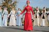 Традиционный костюм для себя и мужчин — от головного убора до обуви — осетинские женщины изготавливали дома вручную. Национальная одежда этого народа имеет тысячелетнюю историю, в ее элементах встречаются мотивы скифо-сарматской и аланской культур. С течение времени она практически не изменилась.  Мужская одежда состояла из нательного белья, шаровар, бешмета, черкески, папахи, самодельной обуви, а также шубы, бурки и башлыка. В черкеске высоко ценилось сукно, изготовлявшееся в горах из козьего пуха, а в равнинных селах — из верблюжьей шерсти. Необходимыми атрибутами черкески являлись кинжал, наган и пояс, часто украшенные серебром. До сих пор в домашних условиях и на работе осетины заправляют штаны в носки. Верхней одеждой осетин была бурка — накидка до пят с широкими плечами. С буркой мужчина никогда не расставался: она защищала его от холода и жары, а для пастуха служила постелью.  Осетинский женский костюм почти не отличался от мужского по крою. Сегодня как атрибут церемоний, особенно свадеб, сохранился лишь праздничный наряд. Он состоит из рубахи, корсета, светлого платья-черкески с длинным рукавом, шапочки в виде усеченного конуса и фаты. Грудь украшают многочисленные пары застежек с изображением птиц.  Головные уборы в Осетии разнообразны. Ктрадиционным относятся войлочные шляпы и башлык, встречавшийся под таким же названием и у других кавказских народов. Своеобразной была и обувь осетин: галоши могли себе позволить лишь в обеспеченных семьях.