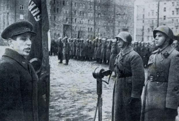 Алексей Кузнецов (слева)