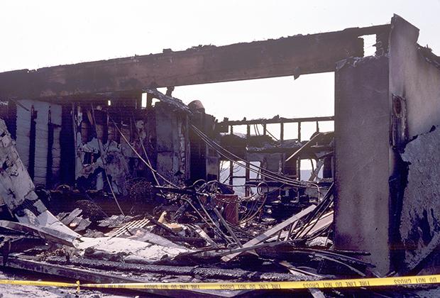 Одно из уничтоженных огнем Орра зданий в Глендейле, 1990 год