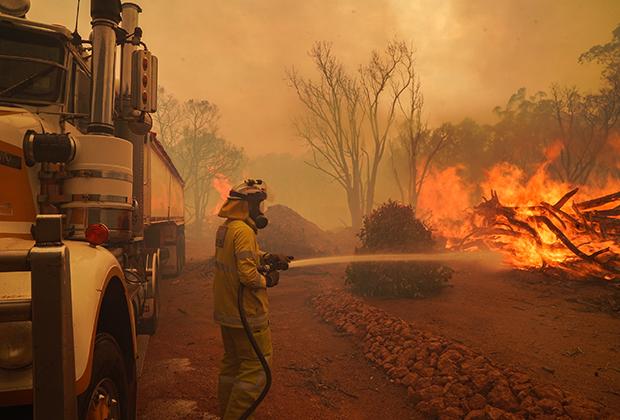 Тушение пожара в австралийском буше
