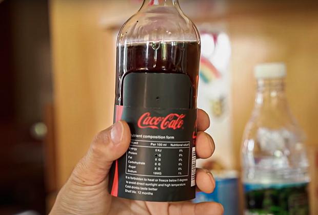 Скрытая камера, встроенная в бутылку, в одной из гостиниц Южной Кореи
