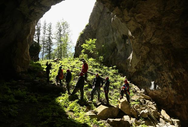 Одна из горных пещер в Шорском национальном парке