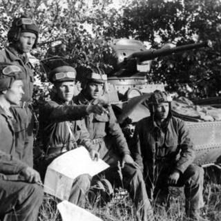 Танкисты старшего лейтенанта Н. Быстрова перед боями под Смоленском, 1941 год