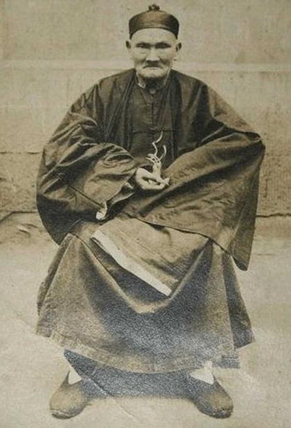 Ли Цинъюнь
