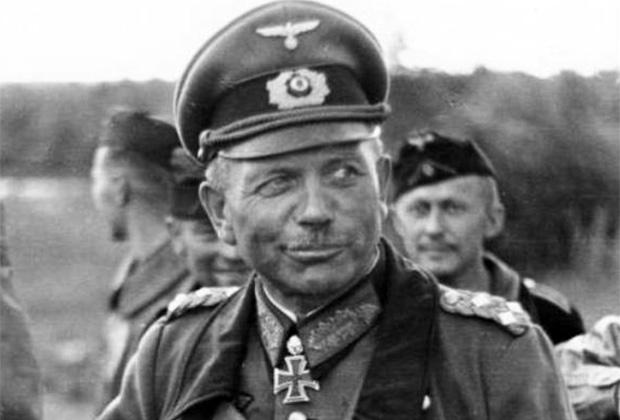 Командующий Второй танковой группой вермахта генерал Гудериан