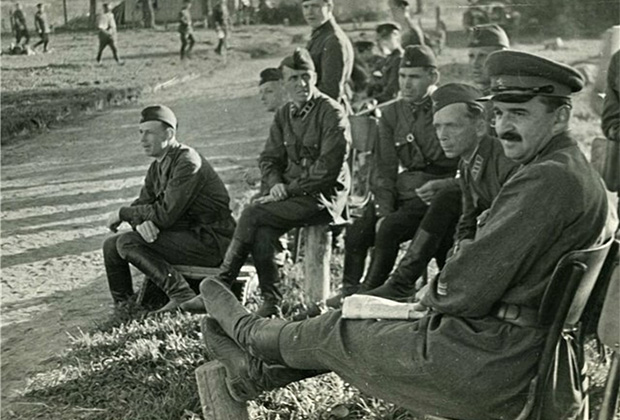 Командир 63-го стрелкового корпуса Леонид Петровский