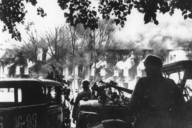 Немецкие солдаты в городском бою за Смоленск
