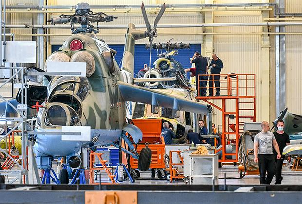 Сборка вертолетов на заводе «Мотор Сич»