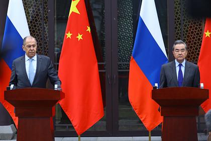 Министр иностранных дел России Сергей Лавров и глава МИД КНР Ван И