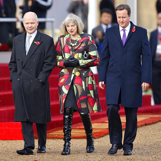 Министр иностранных дел Уильям Хейг, министр внутренних дел Тереза Мэй и премьер-министр Дэвид Кэмерон на церемонии встречи президента Республики Корея Пак Кын Хе в Лондоне, 5 ноября 2013 года