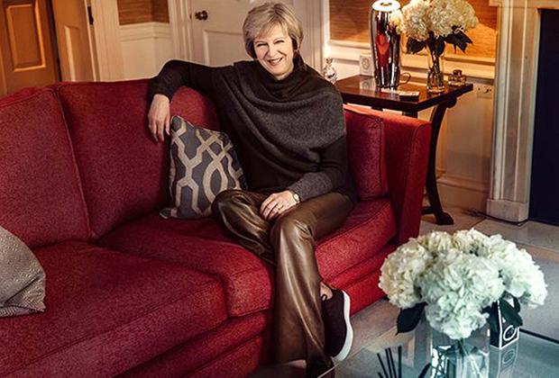 Фотосессия Терезы Мэй в кожаных брюках для Sunday Times, декабрь 2016 года