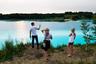 """Молодые люди у золоотвала Новосибирской ТЭЦ-5. Золоотвал Новосибирской ТЭЦ-5 нынешним летом стал популярным местом среди любителей эффектных фотографий из-за необычного бирюзового цвета воды. Озеро является гидротехническим сооружением, яркие цвета которому придают химические соединения. По сообщениям компании """"Сибирская генерирующая компания"""", в структуру которой входит Новосибирская ТЭЦ-5, вода не является ядовитой или радиоактивной, но имеет высокую щелочную среду."""