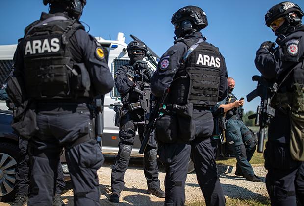 Сотрудники литовского антитеррористического отряда ARAS