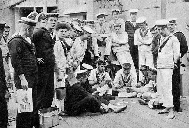 Команда британских моряков на палубе судна в начале ХХ века
