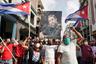 """Власти Кубы ввели чрезвычайное положение: в Гавану введены войска и дополнительные подразделения сил безопасности. Стало известно о пострадавших как среди протестующих, так и среди правоохранителей. Правительственная газета Granma также <a href=""""https://ria.ru/20210714/kuba-1741170230.html"""" target=""""_blank"""">заявила</a> о гибели одного из демонстрантов.   Президент Кубы Мигель Диас-Канель призвал «революционеров» — то есть сторонников власти, поддерживающих ценности Кубинской революции, — выйти наулицы, чтобы противостоять протестующим. Вряде кубинских городов прошли акции в поддержку правительства. Их участникискандировали«Слава революции!», «ЯФидель!» и«Канель, мой друг, народ стобой!»"""