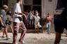 """Массовые протесты идут на Кубе с 11 июля. Старт им <a href=""""https://www.bbc.com/mundo/noticias-america-latina-57793145"""" target=""""_blank"""">дала</a> акция в маленьком городе Сан-Антонио-де-лос-Баньос недалеко отГаваны. Ее организовали через соцсети. Позже протестующие <a href=""""https://twitter.com/invntario/status/1414302400567922689"""" target=""""_blank"""">начали</a> собираться и в других городах. Беспорядки охватили десятки городов в разных частях острова, включая и столицу, где протестная акция <a href=""""https://www.elconfidencial.com/mundo/2021-07-11/cientos-personas-protestan-pueblo-cubano_3178928/"""" target=""""_blank"""">стала</a> наиболее масштабной, собрав более двух тысяч человек. На ней задержали около 20 протестующих, а полиция применила перцовые баллончики.   Протесты проходят под лозунгами «Свобода!» и «Долой диктатуру!». «Это ради свободы людей, мы не можем больше этого терпеть, — <a href=""""https://www.bbc.com/russian/news-57803273"""" target=""""_blank"""">заявил</a> в разговоре с «Би-Би-Си» один из протестующих. — Нет еды, нет лекарств, нет свободы. Они не дают нам жить. Мы устали»."""