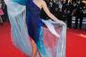 Телезвезда Кристина Чиу посетила показ фильма «Искушение» нидерландского режиссера Пола Верховена в темно-синем облегающем платье со шлейфом из прозрачной и блестящей ткани. Дизайн платья, вдохновленного морской тематикой, принадлежит голландскому модельеру Ирис ван Херпен.