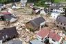 Особенно сильно от удара стихии пострадала деревня Шульд. Вышедшая из берегов река Ар практически уничтожила этот населенный пункт, потоки воды унесли дома вместе с их обитателями. Десятки людей числятся пропавшими без вести. <br></br> Карл-Хайнц Гримм, который приехал в Шульд помочь родителям, был поражен тем, как небольшая речка превратилась в смертоносный поток. «Той ночью творилось какое-то безумие», — поделился мужчина.