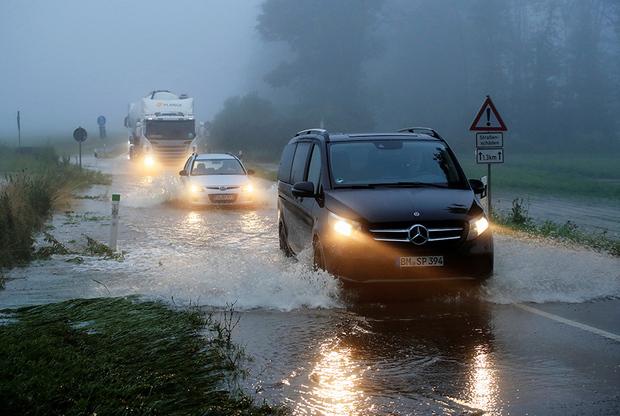 Затопленная дорога неподалеку от Кельна