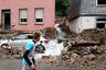Из-за наводнения около 200 тысяч домов оказались обесточены. В ряде регионов была объявлена чрезвычайная ситуация, тысячи людей были эвакуированы из пострадавших районов.  <br></br> К спасательным операциям привлекли военнослужащих и вертолеты.