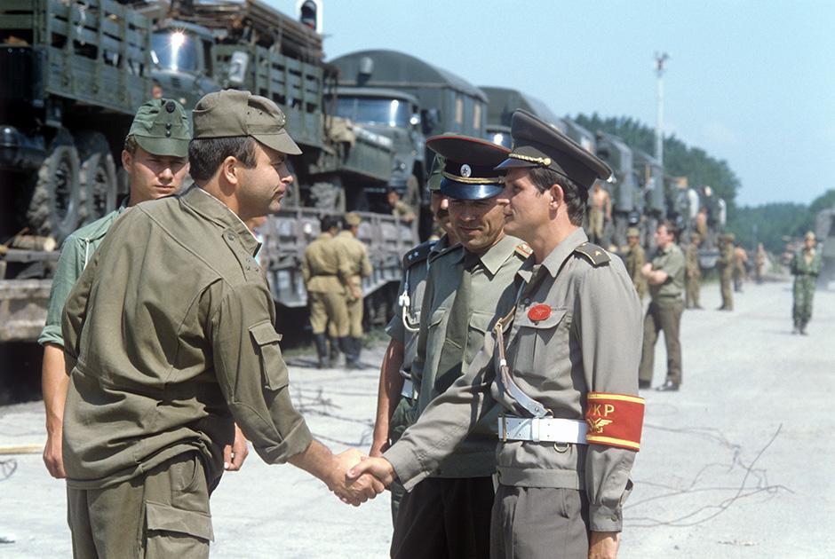 Советский воинский эшелон готовится покинуть Венгрию на станции Мандок