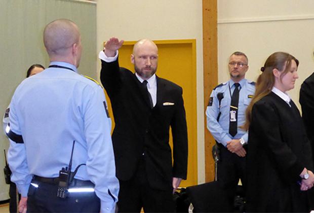 Андерс Брейвик в суде в Шиене, Норвегия, 10 января 2017 года